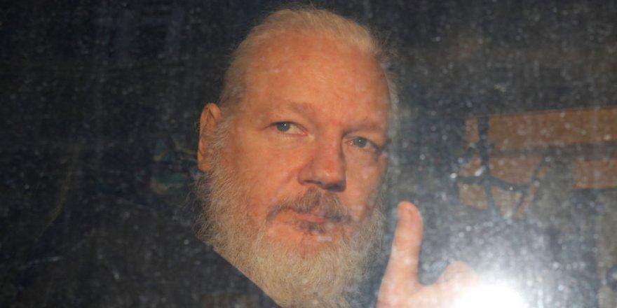 Polisin baskın yaptığı Assange hakkında İngiliz yargısından mahkumiyet, ABD'den suç duyurusu