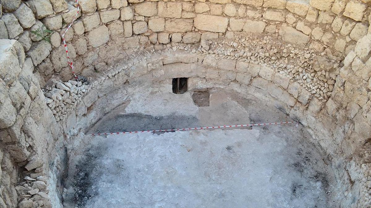 Mersin'deki Kazılarda Gök Bilimci Ve Şair Aratos'un Anıt Mezarı Arkeolojik Olarak Kanıtlandı