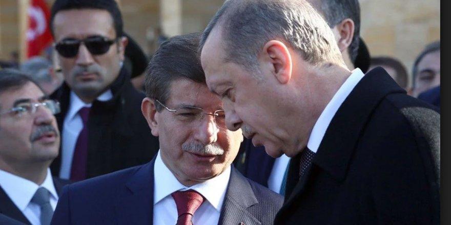 Eski Başbakan Davutoğlu: Cumhurbaşkanlığı toplumun yarısı ile kopuş yaşıyor