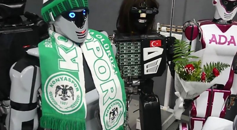 KONYA'DA AKIN ROBOTICS FABRİKASINDA TASARLANAN MİNİ ROBOT ADA: BEN SOFIA'DAN DAHA ZEKİYİM