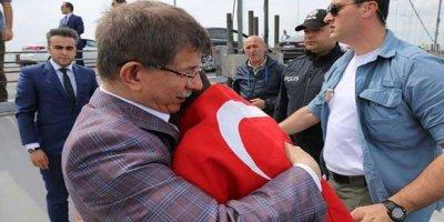 Ahmet Davutoğlu intihardan kurtardı