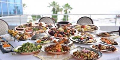 Ramazan zamla geldi: Otellerde iftar 400 lirayı geçiyor