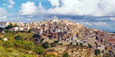 Sicilya'daki 11 bin ev internetten 1 euroya satılıyor