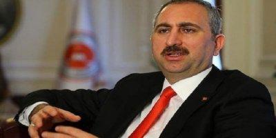 Adalet Bakanı Gül'den Etek Boyu Tartışması İle İlgili Açıklama
