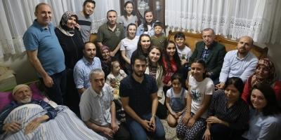 Cumhurbaşkanı Erdoğan Emekçi Ve Soyutürk Ailelerini Ziyaret Etti