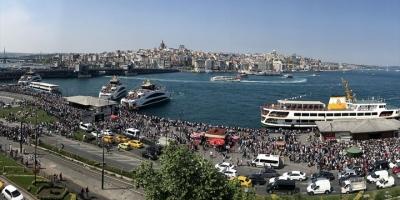 İstanbul'da Vatandaşlar Tarihi Ve Turistik Mekanlarına Akın Etti