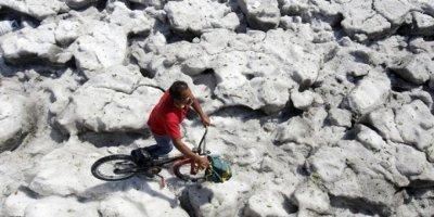 Meksika'da Dolu Yağan Bir Şehir 1,5 Metre Yükseklikte Buzla Kaplandı