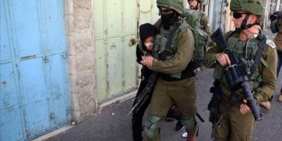 İsrail Güçleri Batı Şeria'da 10 Filistinliyi Gözaltına Aldı