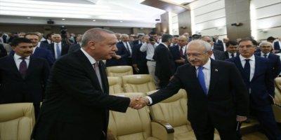 Cumhurbaşkanı Erdoğan ve Kılıçdaroğlu Birbirlerine Bakmadan Tokalaştı