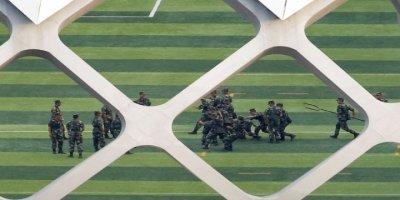 Hong Kong Daha da Karışacak Çin Tankları Sokağa İndi