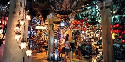 Yabancılar Türkiye'de Alışverişe Doymuyor