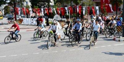 Gelin ve Damattan Bisikletli Düğün Konvoyu