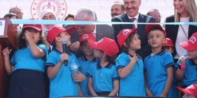 Erdoğan'dan Yıldırım'ı Çok Seviyorum Diyen Öğrenciye: Ama Sen Beni Kıskandırıyorsun