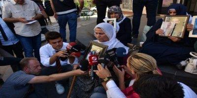 HDP'yi Sorumlu Tutan Acılı Anne Nihan Çiçek, Oturma Eylemine Katıldı