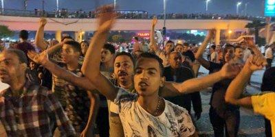 Kahire'de Sisi'ye Karşı Ufak Ama İlk Protestoyu Bir Sosyal Medya Hesabının Yolsuzluk Suçlamaları Tetikledi