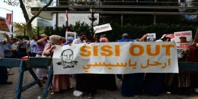 New York'ta Sisi İle Mursi Destekçisi Arasında Gergin Anlar Yaşandı