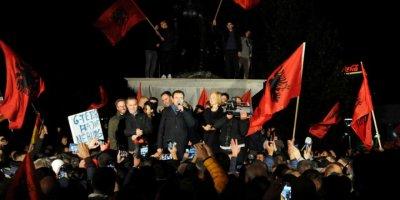Kosova Seçimlerini Yeni Siyaset Dalgası Kazandı: Sırbistan'la Müzakerelerin Başlaması Bekleniyor