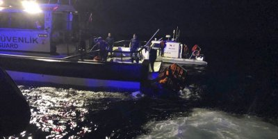 Balıkesir'in Ayvalık İlçesi Açıklarında Göçmenleri Taşıyan Tekne Battı