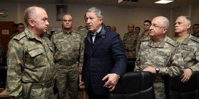 Milli Savunma Bakanı ve komutanlar Suriye sınırında