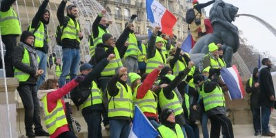Sarı Yelekliler 12. haftada yaralıları anmak için sokakta