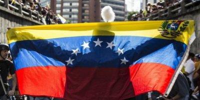 Prof. Dr. Anıl Çeçen, 'Venezuella'da neler oluyor'u değerlendirdi: TANRIYA ÇOK UZAK AMA ABD'YE ÇOK YAKIN