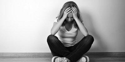 BİLİM İNSANLARI, DEPRESYONUN BİLİŞSEL İŞLEVLERDEKİ BOZULMAYI VE BEYİN YAŞLANMASINI HIZLANDIRDIĞINI ORTAYA ÇIKARDI