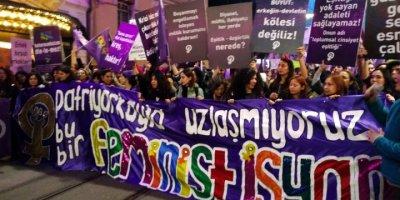 8 Mart Feminist Gece Yürüyüşü'ne polisten biber gazlı, plastik mermili müdahale!