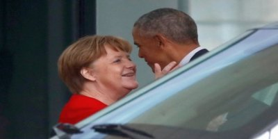 Obama Almanya'da Merkel'le buluştu