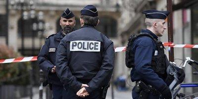 FRANSIZ BASINI: PARİS'TE POLİSE IRKÇI MUAMELELERDE BULUNMA TALİMATI VERİLDİ