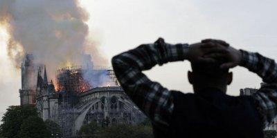 Notre Dame Katedrali'nde 850 yıllık tarih yandı