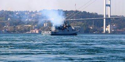 Rus savaş gemisi boğazdan geçti