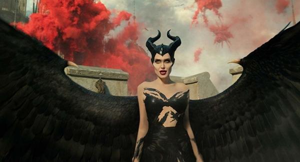 angelina-jolie'nin-malefiz-kotulugun-gucu-filmindeki-rolu-icin-hazirlandigi-anlar-kameralara-yansidi,.jpg