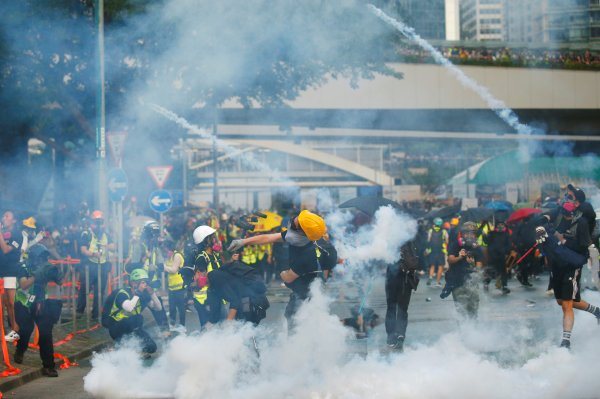 hong-kongda-protestolarin-onune-gecilemedi,,.jpg